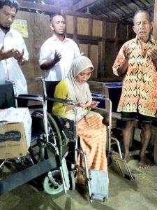 Pemberian bantuan Kursi Roda dan sembako kepada ibu Winarti Dusun Blubuk Rt 47 Rw 24 Sendangsari, Pengasih, Kulon Progo. Oleh Lazismu DIY dan Lazismu kulon Progo