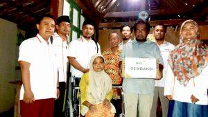 Pemberian bantuan Kursi Roda dan sembako kepada ibu Winarti Dusun Blubuk Rt 47 Rw 24 Sendangsari, Pengasih, Kulon Progo.